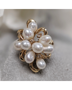 Pre-Owned 14ct Yellow Gold Pearl and Diamond Ring